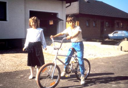 Michael und Daniela vor dem neu erbauten Haus